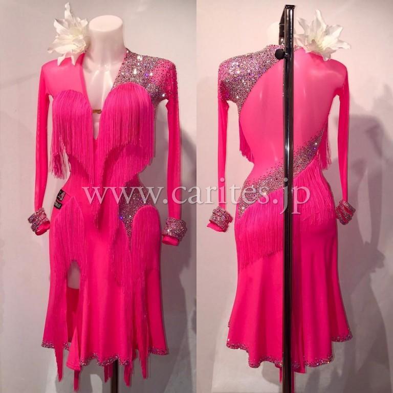 VESA・ニナの最新ドレスをご紹介!